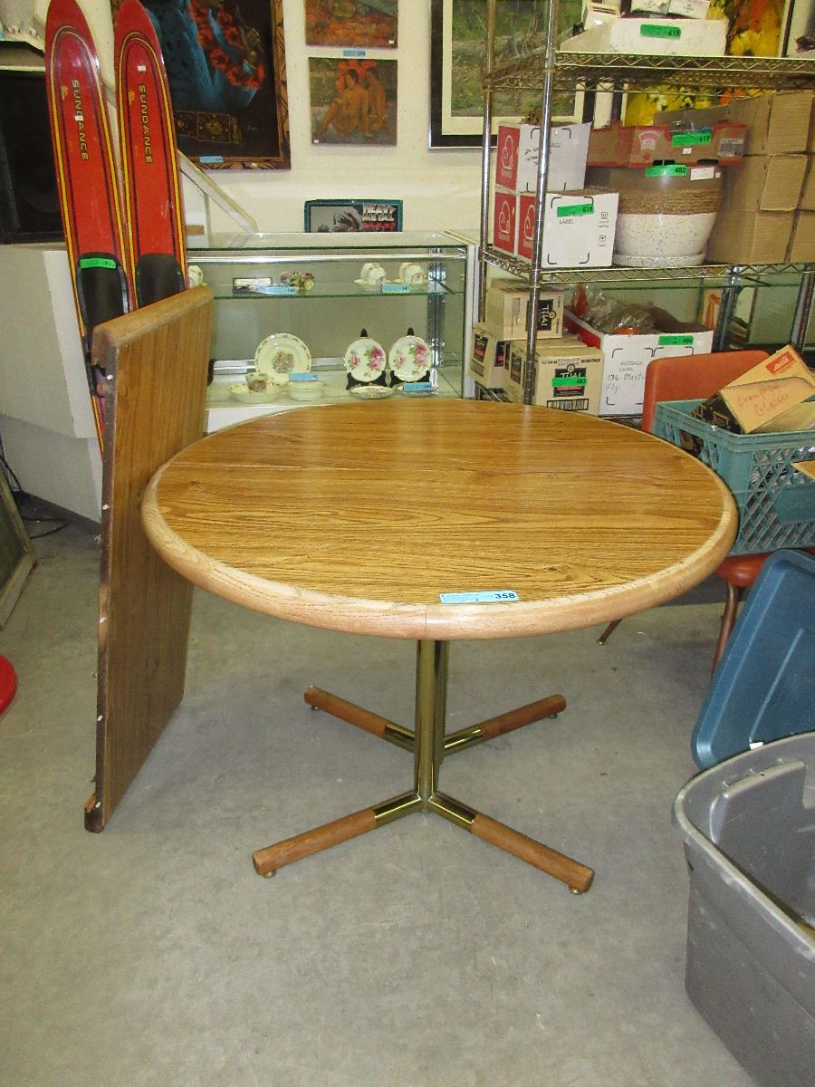 Round Oak Dining Table With Leaf Used