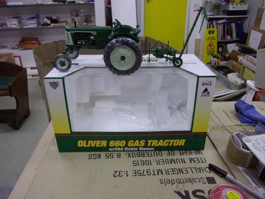 1 16th stock no sct 340 oliver 660 gas tractor w 84 sickle mower eBay Oliver Tractor sct 340 oliver 660 gas tractor w
