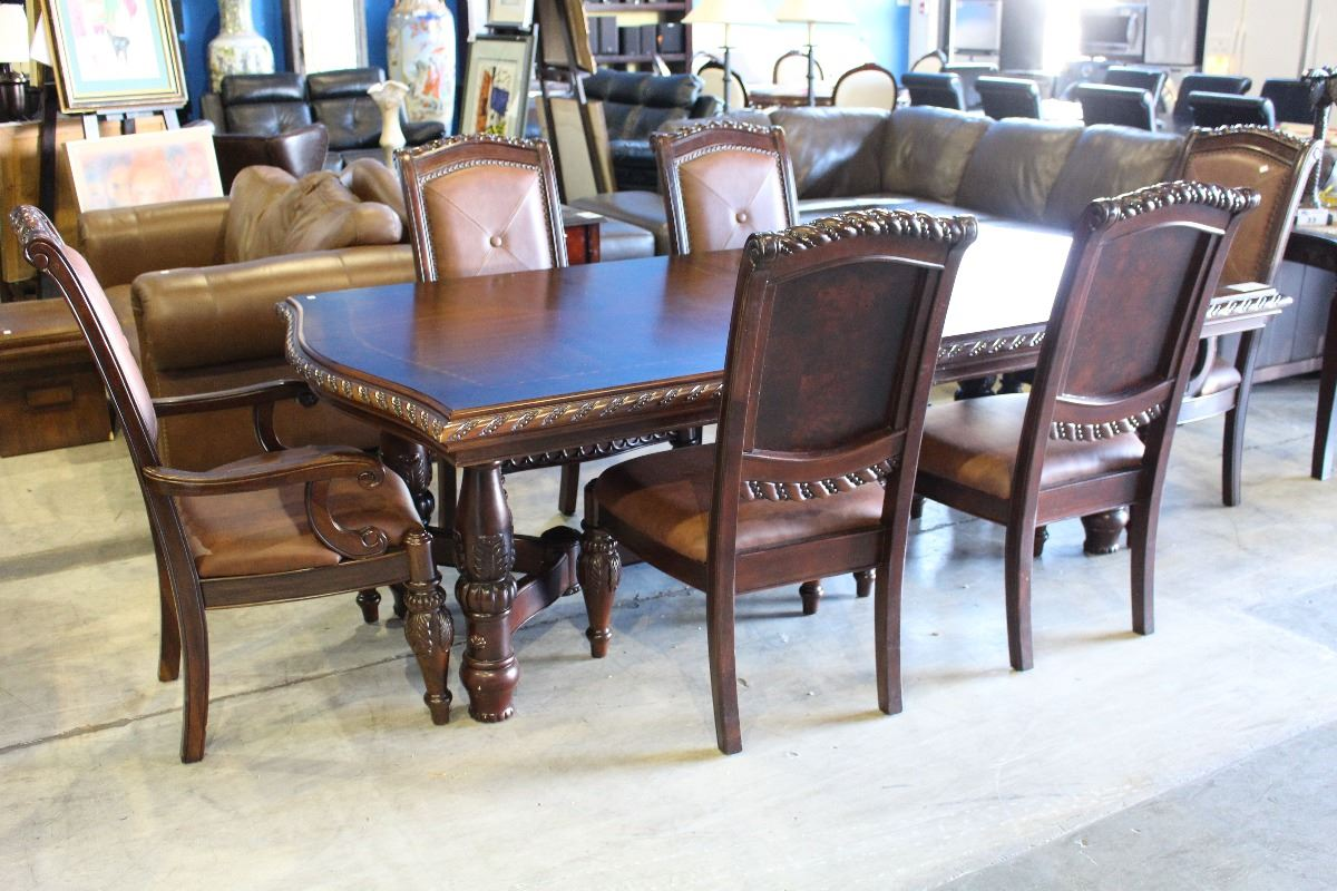 Beautiful dining table with leaf and 6 leather chairs for Beautiful dining table and chairs