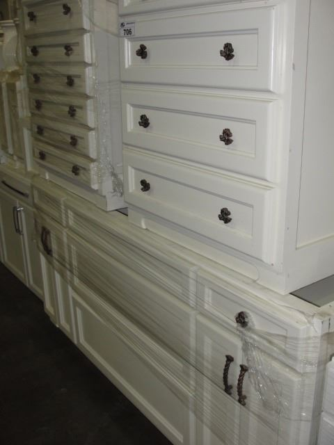 Lot of 3 kitchen cabinets able auctions for Auctions for kitchen cabinets