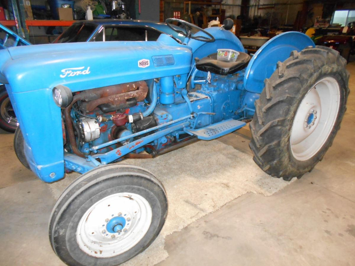 Ford 600 Tractor Start : Ford tractor sells at am may th