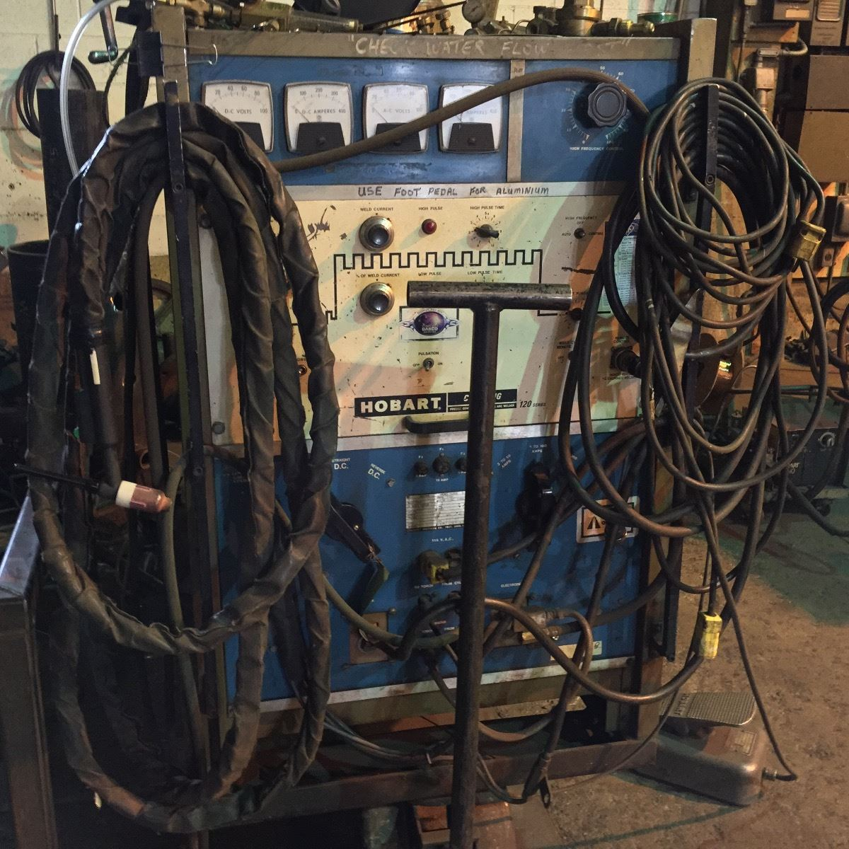 hobart cyber tig model c7 300 tig arc welder w foot controls and cables rh liveauctionworld com TIG Welder Cyberweld TIG Welder Cyberweld