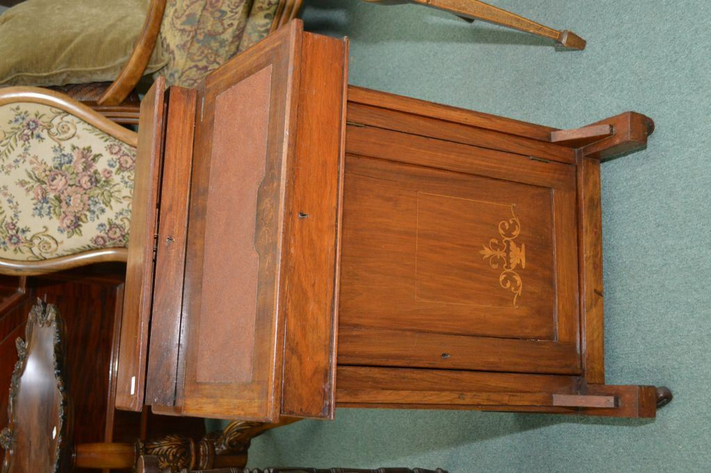 Image 1 : Antique small Victorian davenport piano desk with raised top,  fitted pigeon hole ... - Antique Small Victorian Davenport Piano Desk With Raised Top, Fitted