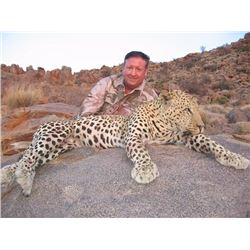 Namibian Trophy Leopard Hunt (1 hunter, 1 nonhunter)