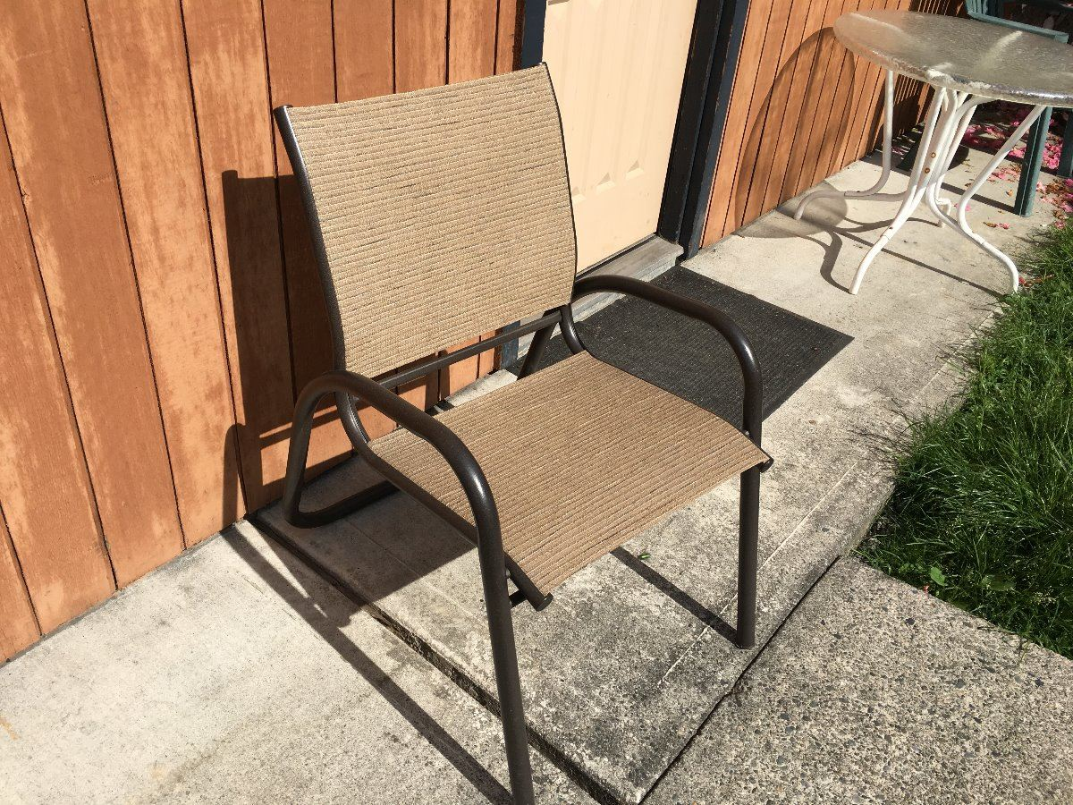 Qty Of Pool And Patio Furniture Inc 8 Chaise Chairs 3 Mesh Chairs 7 Green Plastic Chairs