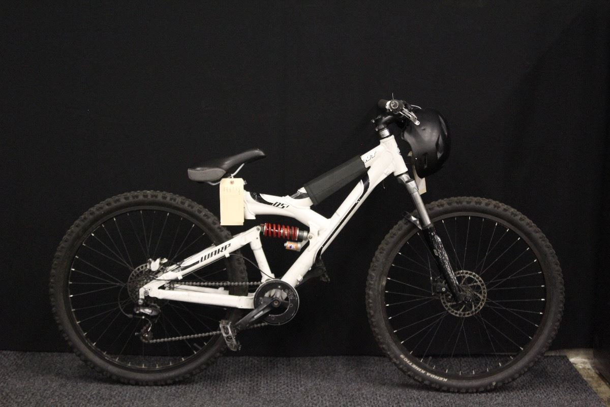 White Giant Warp Ds1 8 Speed Full Suspension Mountain Bike With