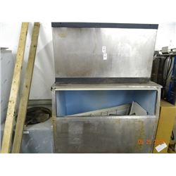 Commercial Ice Machine w/Remote Condensor