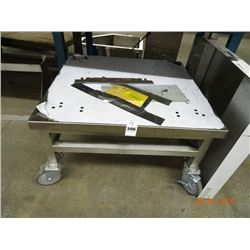"S/S 27 1/2"" x 26 1/2"" Equipment Stand On Casters"