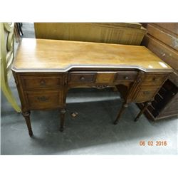 Mahogany Knee-Hole Desk
