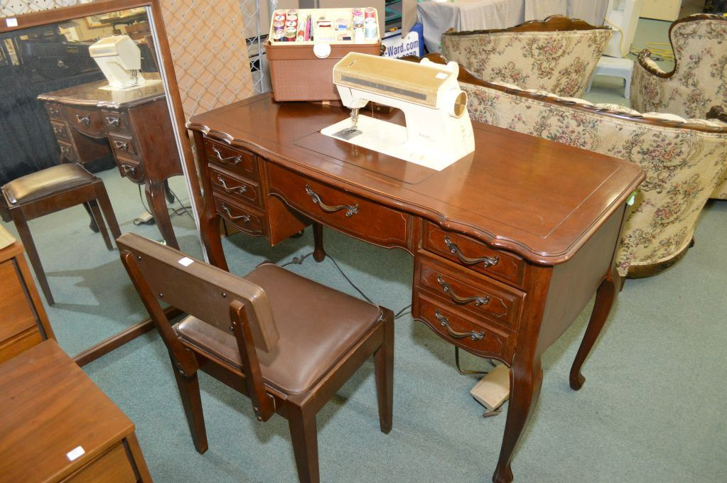 Superieur Image 1 : Singer Futura 900 Electric Sewing Machine In Double Pedestal  French Provincial Style Cabinet ...