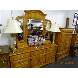 Golden Oak Queen 4 Post Bedroom Set