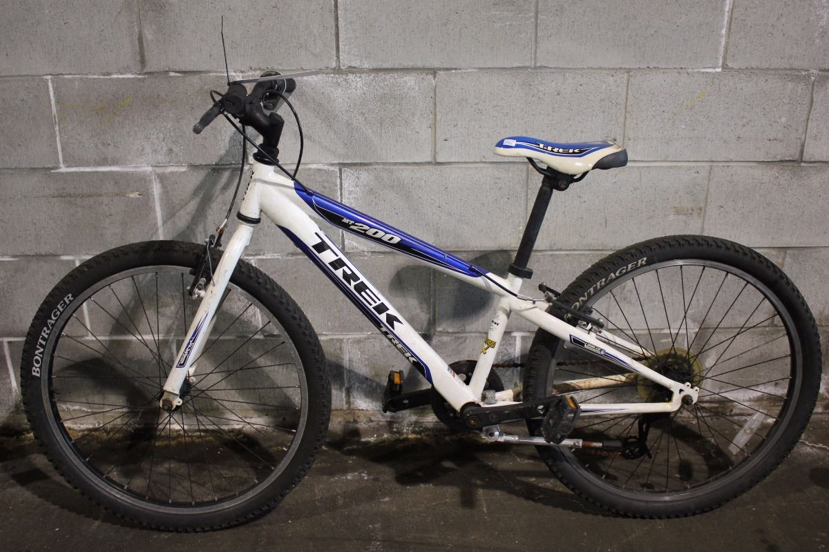 White Trek Mt 200 7 Speed Mountain Bike