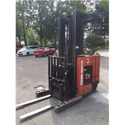 prime mover model rr40 4000 lb capacity order picker able auctions. Black Bedroom Furniture Sets. Home Design Ideas