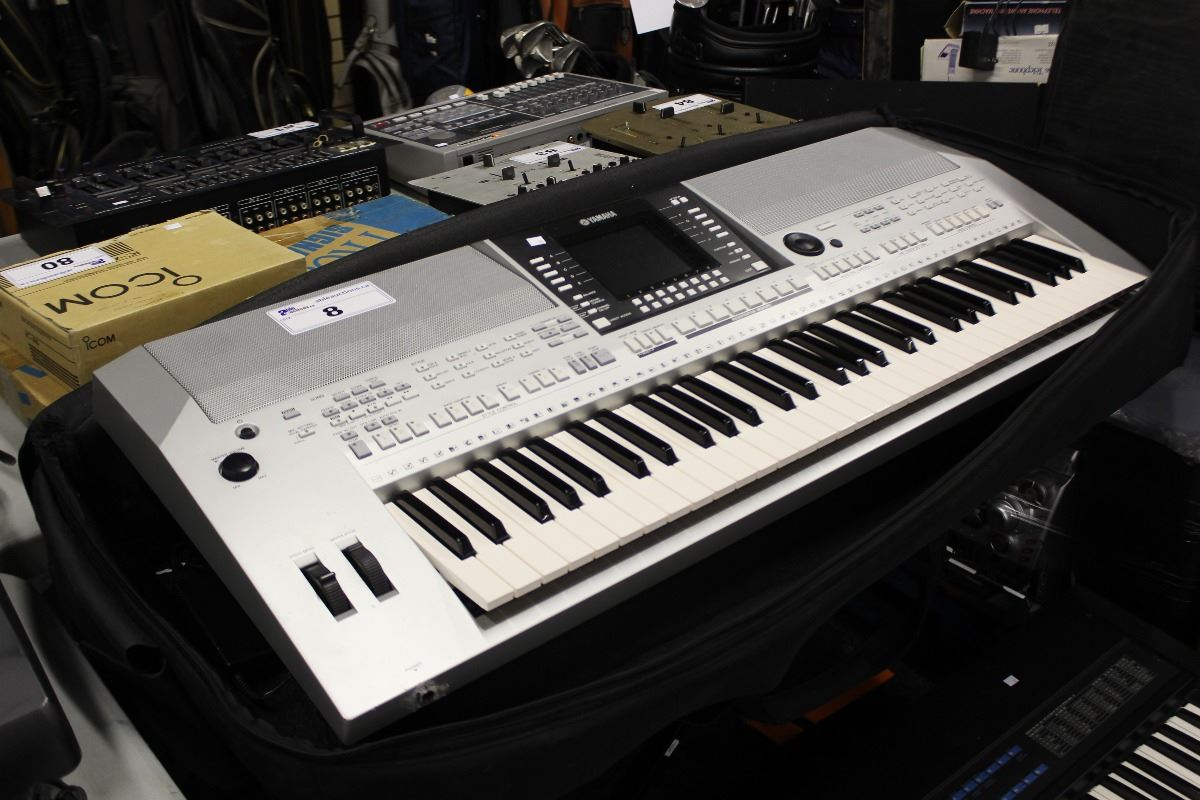 yamaha psr s910 electric keyboard piano on stand able auctions. Black Bedroom Furniture Sets. Home Design Ideas