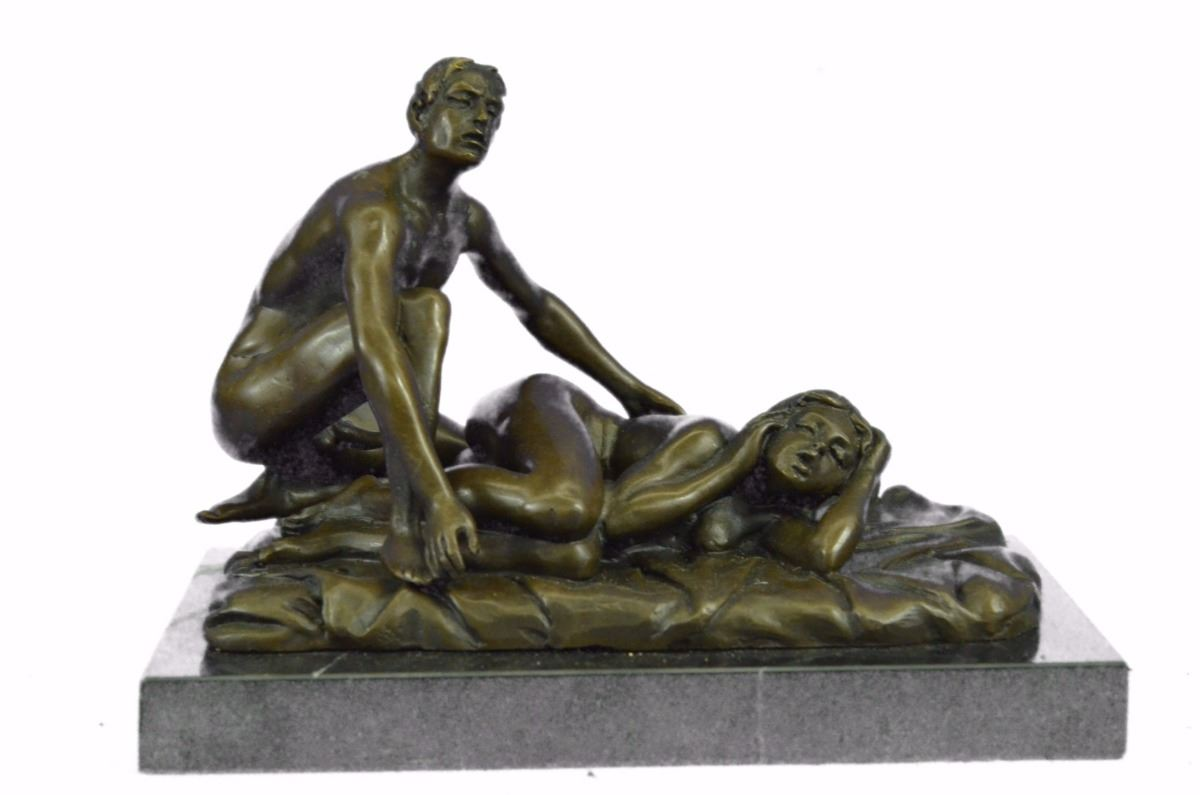 women having sex with statue