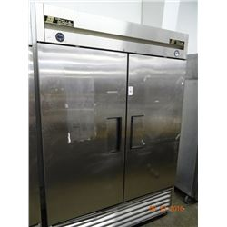 True S/S Ref/Freezer 2-Dr. Reach-In - Tested at 38 deg. & 9 deg. Freezer Side