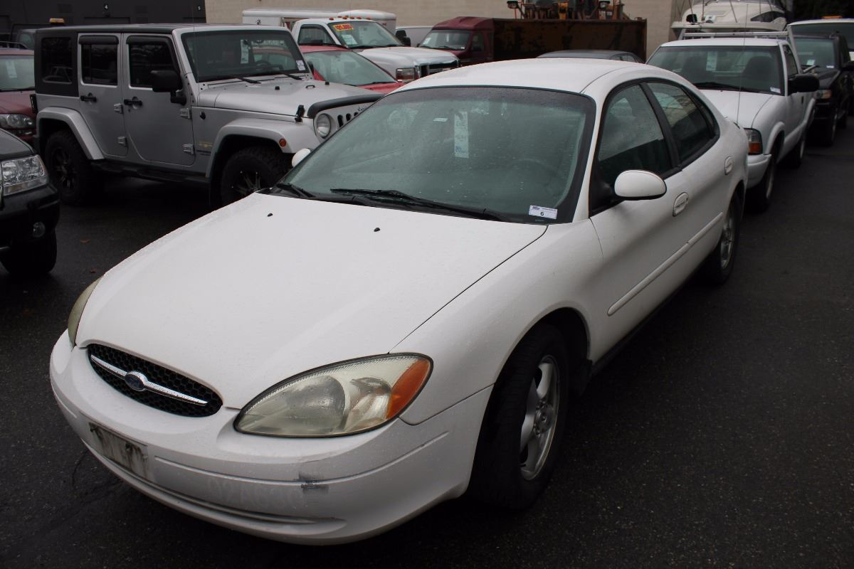 2002 ford taurus se 4 door sedan white vin. Black Bedroom Furniture Sets. Home Design Ideas