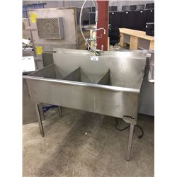 3 BAY STAINLESS STEEL WASH SINK