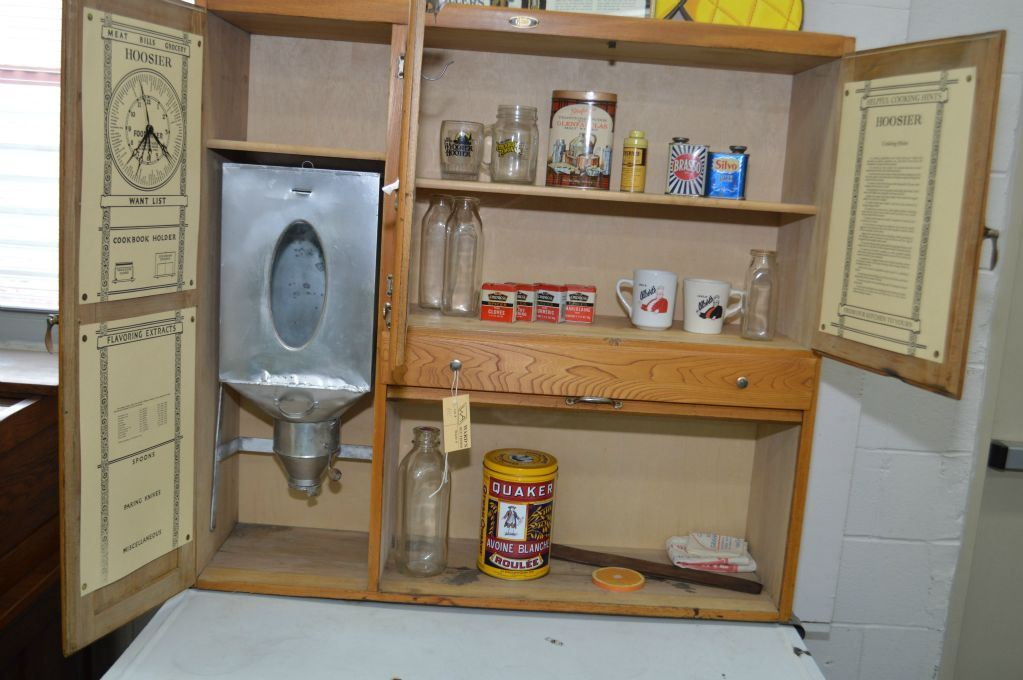 Antique canadiana hoosier style kitchen cabinet with flour for Antique kitchen cabinets with flour sifter
