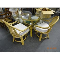 Glasstop Wicker Table & 4 Chairs