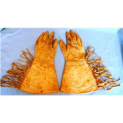 Northern Plains gauntlets, stitched horseshoe design, from Bob Vandenberg collection
