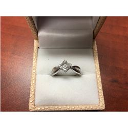 BEAUTIFUL 14 K WHITE GOLD LADIES RING WITH BAGUETTE DIAMONDS