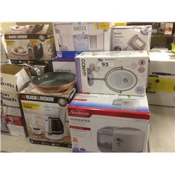 LOT OF HOUSEHOLD ITEMS INCLUDING ROASTER OVEN, BLENDER, ETC.