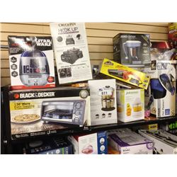 SHELF LOT OF ASSORTED SMALL APPLIANCES INCLUDING A BLACK AND DECKER TOASTER OVEN, CROCK POT AND FUSI