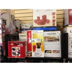 SHELF LOT OF ASSORTED SMALL APPLIANCES INCLUDING A CROCKPOT, BETTY CROCKER TOASTER AND OSTER BLENDER