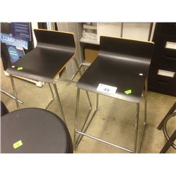 PAIR OF BAR HEIGHT STOOLS
