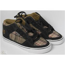 #17-VOX HEWITT BLACK AND PLAID SHOES