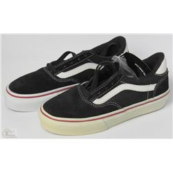 #31-VANS KIDS AV6 BLACK AND WHITE SHOES