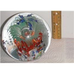 Fish top and many on sides too  this beautiful big and heavy paperweight -decoration presse-papier