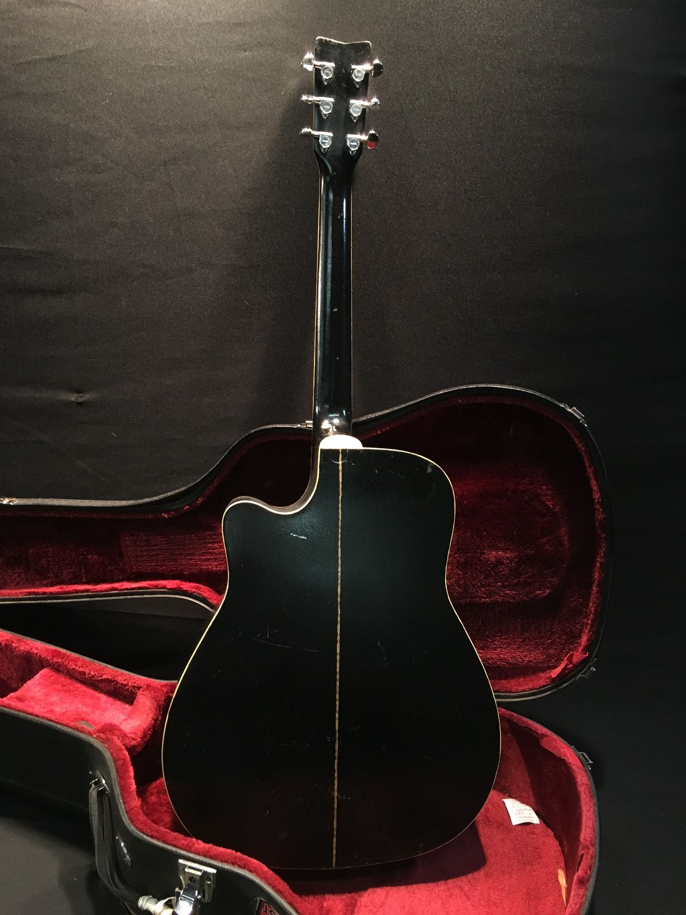 yamaha model fg 411c bl acoustic electric guitar comes with hard shell case able auctions. Black Bedroom Furniture Sets. Home Design Ideas
