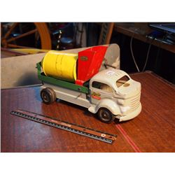 Lincoln Metal Toy Spinning Truck