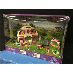 LEGO FRIENDS  FULLY BUILT RETAIL DISPLAY IN CASE.  INCLUDES PARTS: 41039 AND 41026