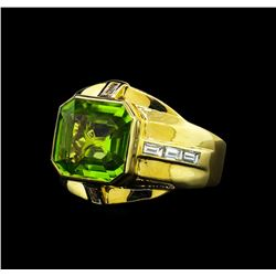5.20 ctw Peridot and Diamond Ring - 18KT Yellow Gold