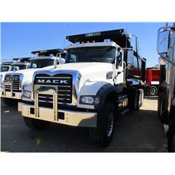 2017 MACK GU713 DUMP, VIN/SN:1M2AX07C3HM036507 - TRI-AXLE, 455 HP MACK MP8 ENGINE, ALLISON 4500 RDS