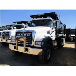 2017 MACK GU713 DUMP, VIN/SN:1M2AX07C3HM036555 - TRI-AXLE, 455 HP MACK MP8 ENGINE, ALLISON 4500 RDS