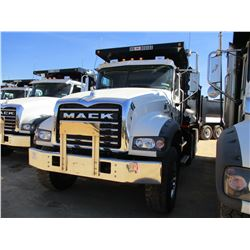 2017 MACK GU713 DUMP, VIN/SN:1M2AX07C4HM036564 - TRI-AXLE, 455 HP MACK MP8 ENGINE, ALLISON 4500 RDS