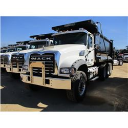 2017 MACK GU713 DUMP, VIN/SN:1M2AX07C8HM061435 - TRI-AXLE, 455 HP MACK MP8 ENGINE, ALLISON 4500 RDS