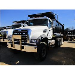 2017 MACK GU713 DUMP, VIN/SN:1M2AX07C5HM036556 - TRI-AXLE, 455 HP MACK MP8 ENGINE, ALLISON 4500 RDS