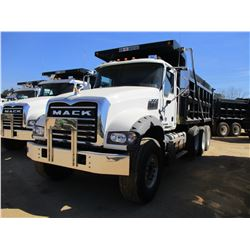 2018 MACK GU713 DUMP, VIN/SN:1M2AX07C6JM037110 - TRI-AXLE, 455 HP MACK MP8 ENGINE, MACK T310M 10 SPE