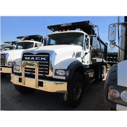 2018 MACK GU713 DUMP, VIN/SN:1M2AX07C0JM037099 - TRI-AXLE, 455 HP MACK MP8 ENGINE, MACK T310M 10 SPE