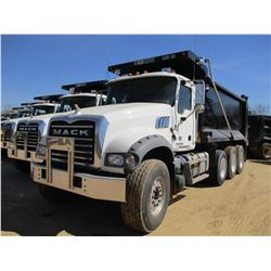 2018 MACK GU713 DUMP, VIN/SN:1M2AX07C4JM037090 - TRI-AXLE, 455 HP MACK MP8 ENGINE, MACK T310M 10 SPE