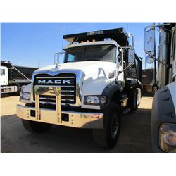 2017 MACK GU713 DUMP, VIN/SN:1M2AX07C5HM036574 - TRI-AXLE, 455 HP MACK MP8 ENGINE, ALLISON 4500 RDS