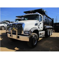 2017 MACK GU713 DUMP, VIN/SN:1M2AX07C5HM036489 - TRI-AXLE, 455 HP MACK MP8 ENGINE, ALLISON 4500 RDS