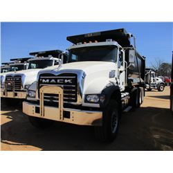 2017 MACK GU713 DUMP, VIN/SN:1M2AX07C9HM061430 - TRI-AXLE, 455 HP MACK MP8 ENGINE, ALLISON 4500 RDS