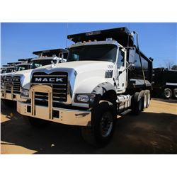 2017 MACK GU713 DUMP, VIN/SN:1M2AX07C2HM036482 - TRI-AXLE, 455 HP MACK MP8 ENGINE, ALLISON 4500 RDS