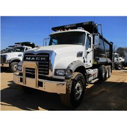 2017 MACK GU713 DUMP, VIN/SN:1M2AX07C7HM034680 - TRI-AXLE, 455 HP MACK MP8 ENGINE, MACK T310M 10 SPE